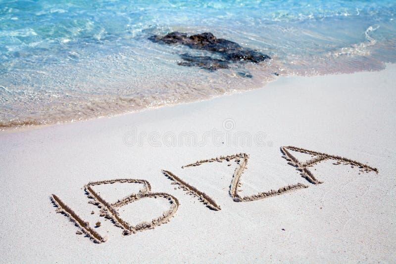 A inscrição de Ibiza na praia fotos de stock royalty free