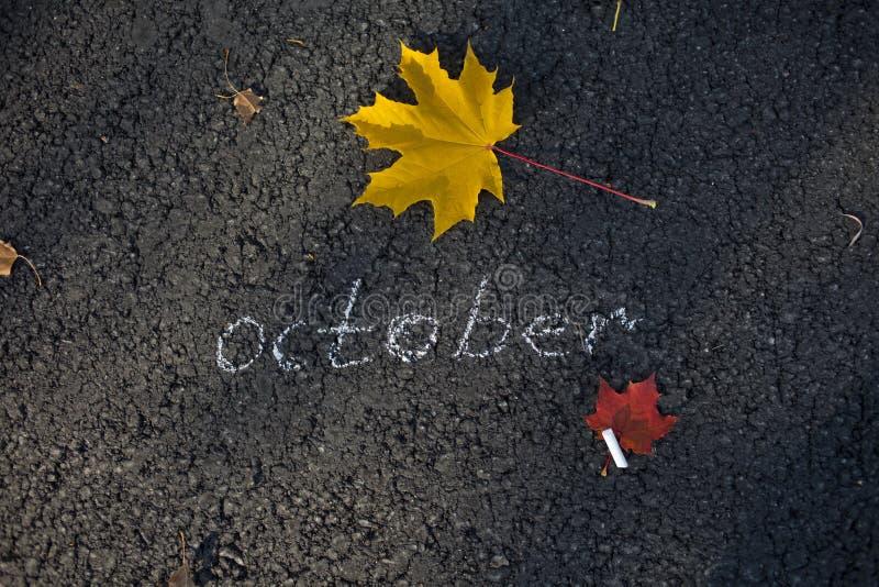Inscrição do giz no pavimento outubro fotos de stock royalty free