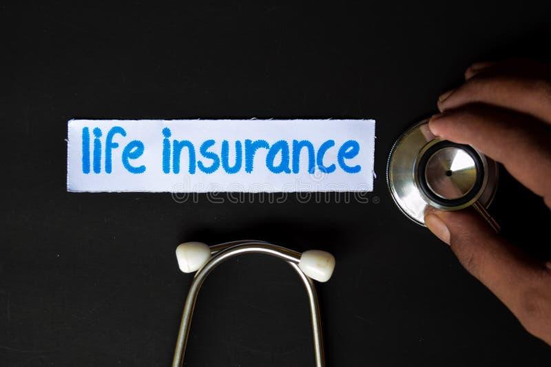 Inscrição do seguro de vida com a vista do estetoscópio fotografia de stock