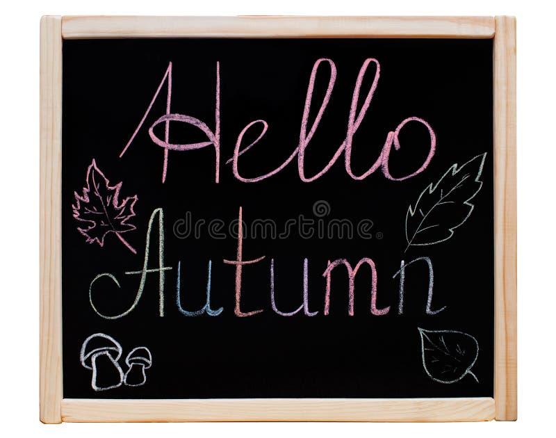 A inscrição & o x22; Olá! Autumn& x22; escrito em um quadro-negro em um quadro de madeira, imagem de stock royalty free