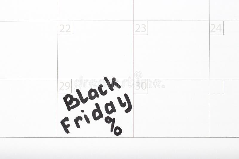 Inscripción Black Friday en el calendario 2019 y y muestra del por ciento, primer foto de archivo