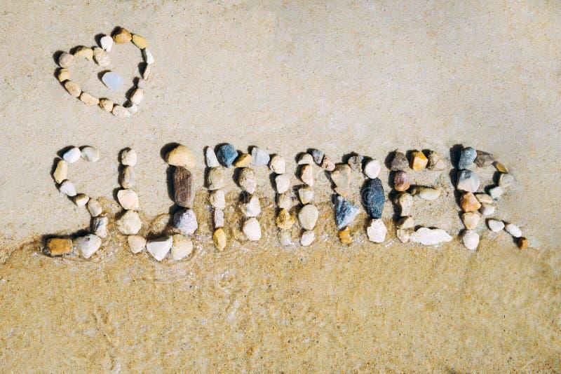 Inscripción del verano contra el mar imágenes de archivo libres de regalías