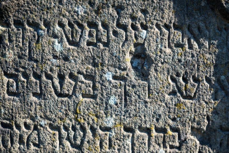 Inscripción en la lápida mortuaria judía vieja imágenes de archivo libres de regalías
