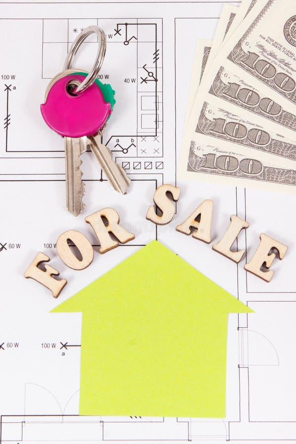 Inscripción en venta, teclas HOME y dólar de las monedas en el plan eléctrico de la vivienda de la construcción, concepto de vend fotografía de archivo libre de regalías
