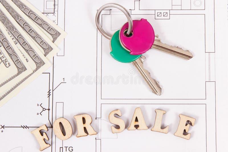 Inscripción en venta, teclas HOME y dólar de las monedas en el plan eléctrico de la vivienda de la construcción, concepto de vend foto de archivo libre de regalías
