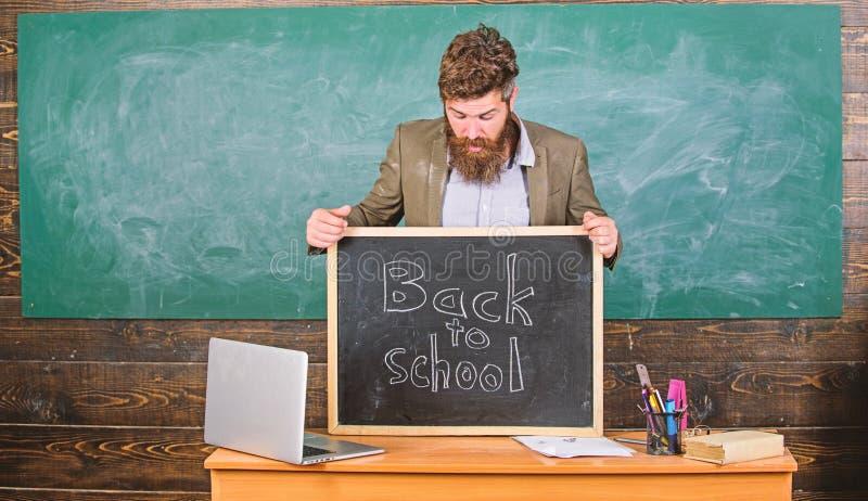 Inscripci?n de las recepciones del profesor o del director de escuela de nuevo a escuela El profesor particular experimentado pro foto de archivo libre de regalías