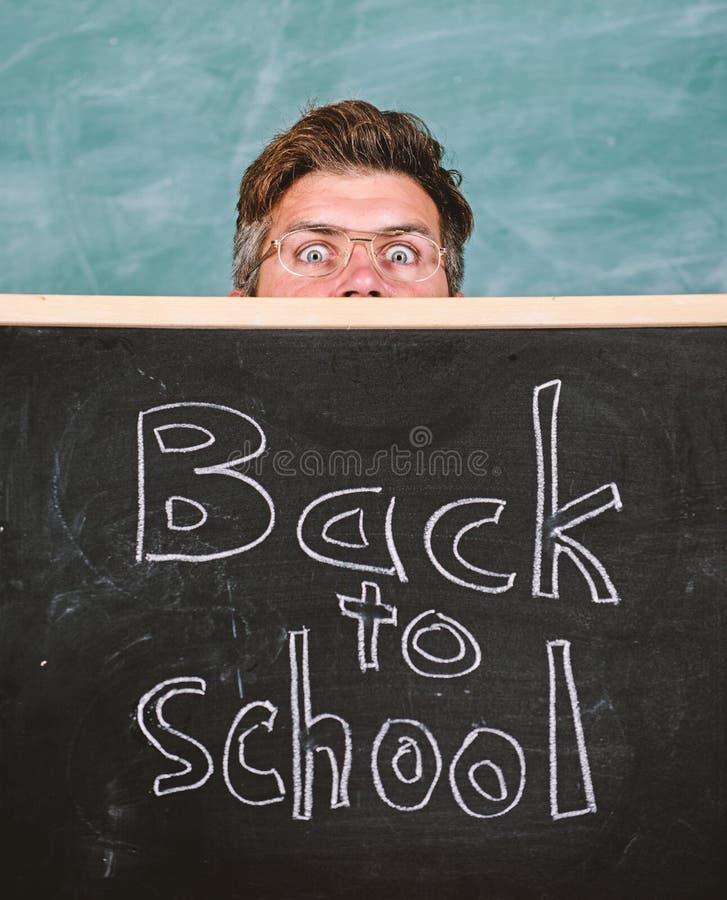 Inscripci?n de las recepciones del profesor o del director de escuela de nuevo a escuela Vida de los profesores por completo de l fotografía de archivo libre de regalías
