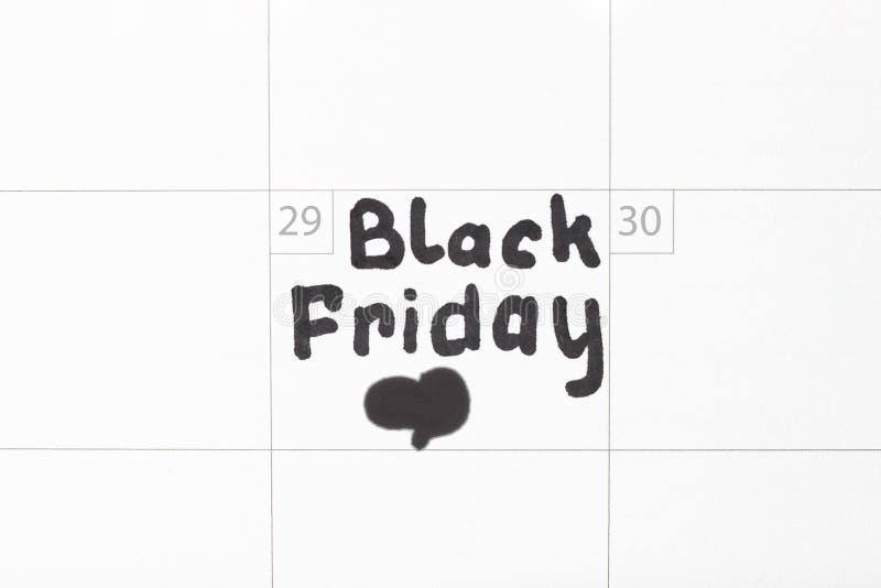 Inscription Black Friday sur le calendrier 2019 et le signe de coeur, plan rapproché image stock
