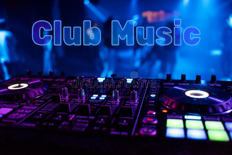 Inscription Club Music sobre o fundo do mixer dj imagem de stock royalty free