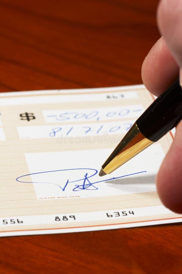 Inscription d'un chèque bancaire image libre de droits