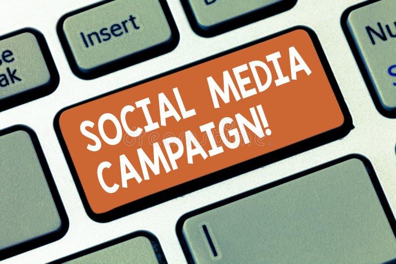 Inscription de la note montrant la campagne sociale de médias Utilisation de présentation de photo d'affaires des réseaux sociaux image stock