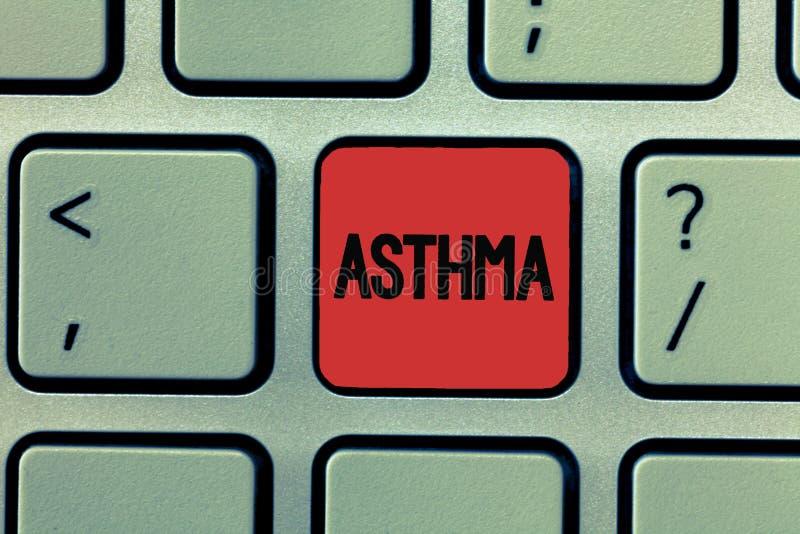 Inscription de la note montrant l'asthme Photo d'affaires présentant l'état respiratoire marqué par des spasmes dans les bronches image stock
