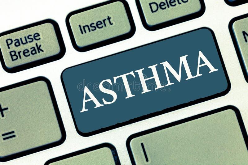 Inscription de la note montrant l'asthme Photo d'affaires présentant l'état respiratoire marqué par des spasmes dans les bronches images stock