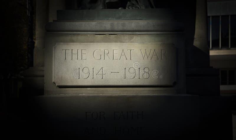 Inscription sur le mémorial de guerre, Derby, Derbyshire, R-U : En octobre 2019 photo stock