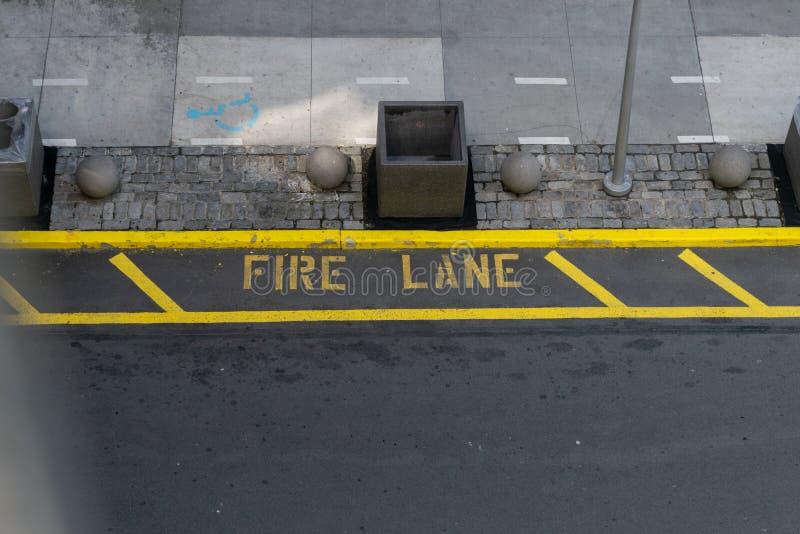 Inscriptions de ruelle de feu de tout en haut de la rue photos libres de droits