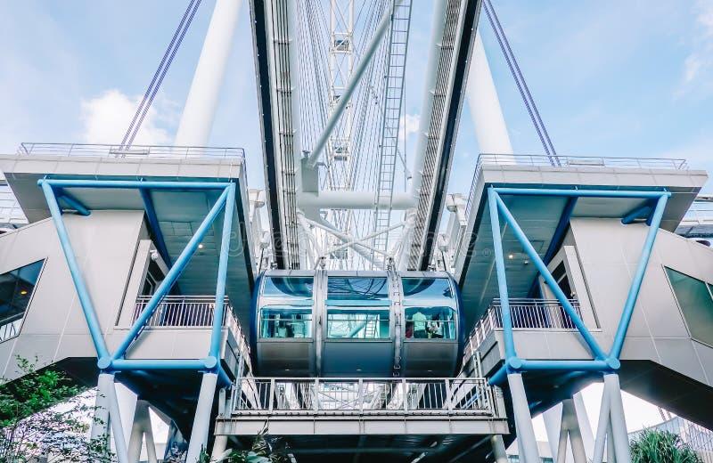 Insecte de Singapour L'insecte de Singapour est une grande roue géante qui s'est ouverte en 2008 et les plus grands ferries du mo photo libre de droits