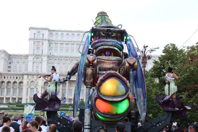 Insecte géant de cyborg - défilé photographie stock libre de droits