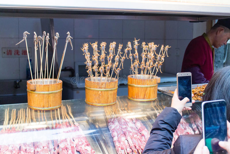Download Insectes Frits Aux Rues De Casse-croûte De Wanfujing Image stock éditorial - Image du exotique, protéine: 87707389