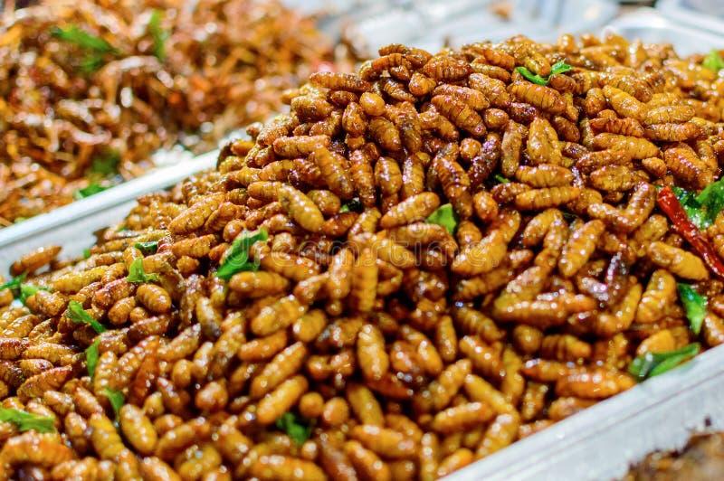 Insectos fritos en las calles Asia ain, Tailandia imagen de archivo