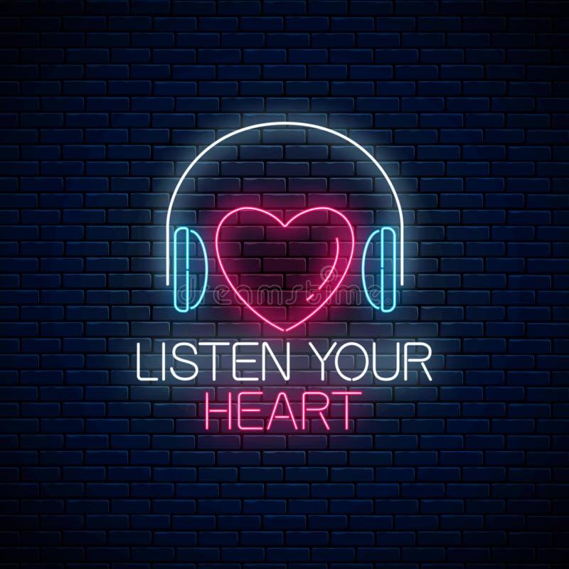 Insegna al neon d'ardore con le cuffie, la forma del cuore ed ascoltare il vostro slogan del cuore Chiamata da ascoltare simbolo  illustrazione di stock