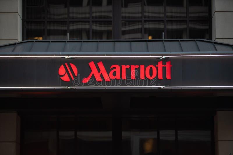 Insegna al neon dell'hotel di Marriott con il logo fotografia stock