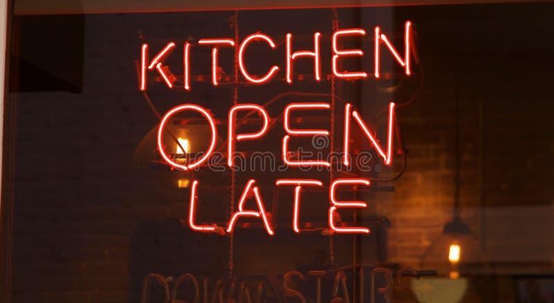 Insegna al neon recente aperta della cucina immagine stock libera da diritti