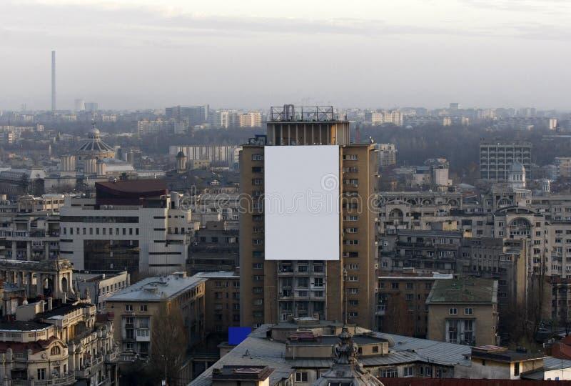 Insegna in bianco di pubblicità sulla costruzione del blocco fotografie stock libere da diritti