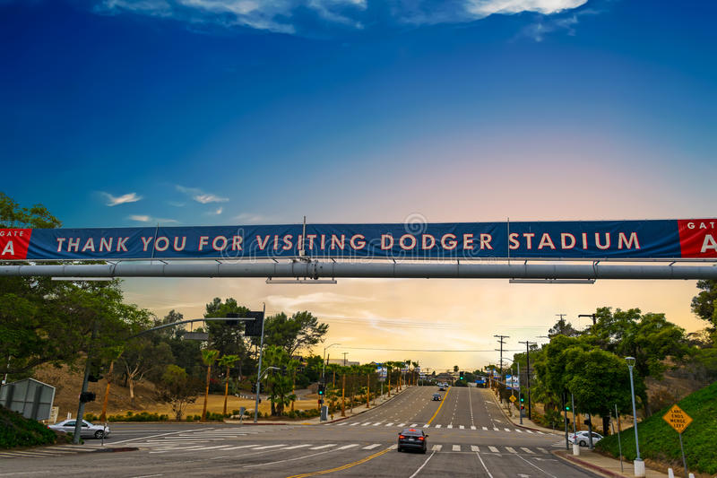 Insegna dello stadio di Dodgers al tramonto immagini stock libere da diritti