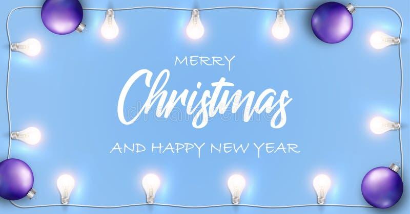 Insegna di Buon Natale e del buon anno di vettore Fondo blu con le luci bianche d'ardore ghirlanda e la lampadina di Natale royalty illustrazione gratis