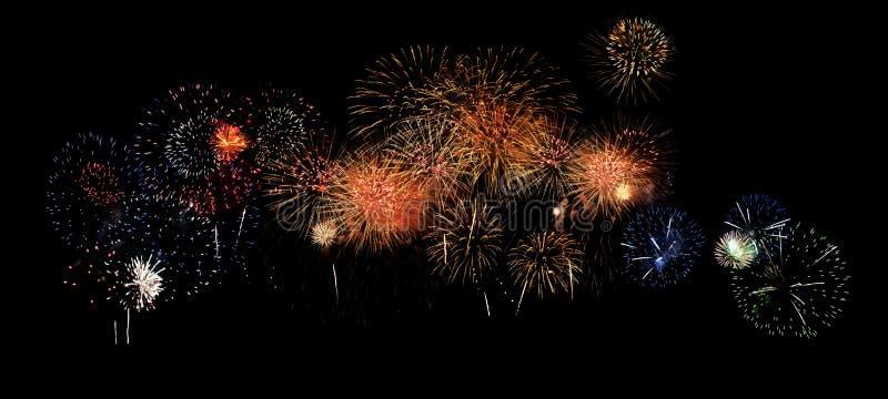 Insegna multipla dei fuochi d'artificio sul nero fotografia stock