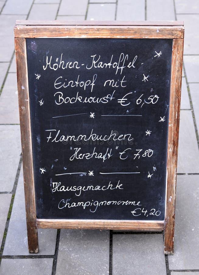 Insegna tedesca del ristorante fotografie stock