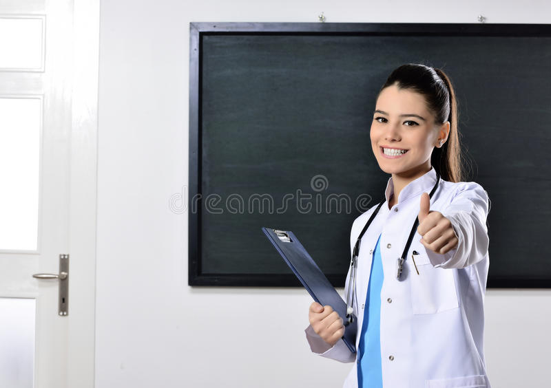 Insegnamento femminile della donna di medico alla facoltà di medicina fotografia stock