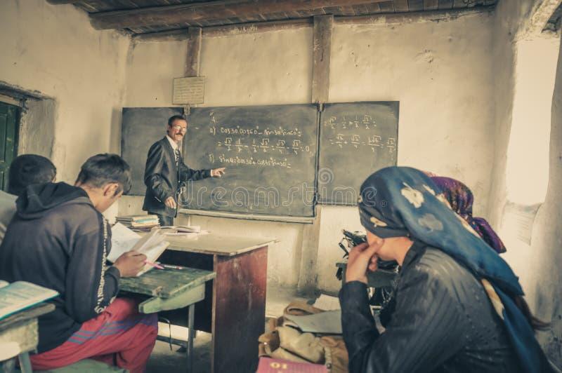 Insegnante di matematica nel Tagikistan fotografia stock libera da diritti