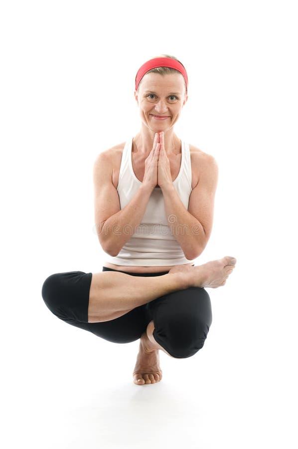 Insegnante di seduta dell'addestratore di forma fisica di posa dell'albero di yoga immagini stock libere da diritti
