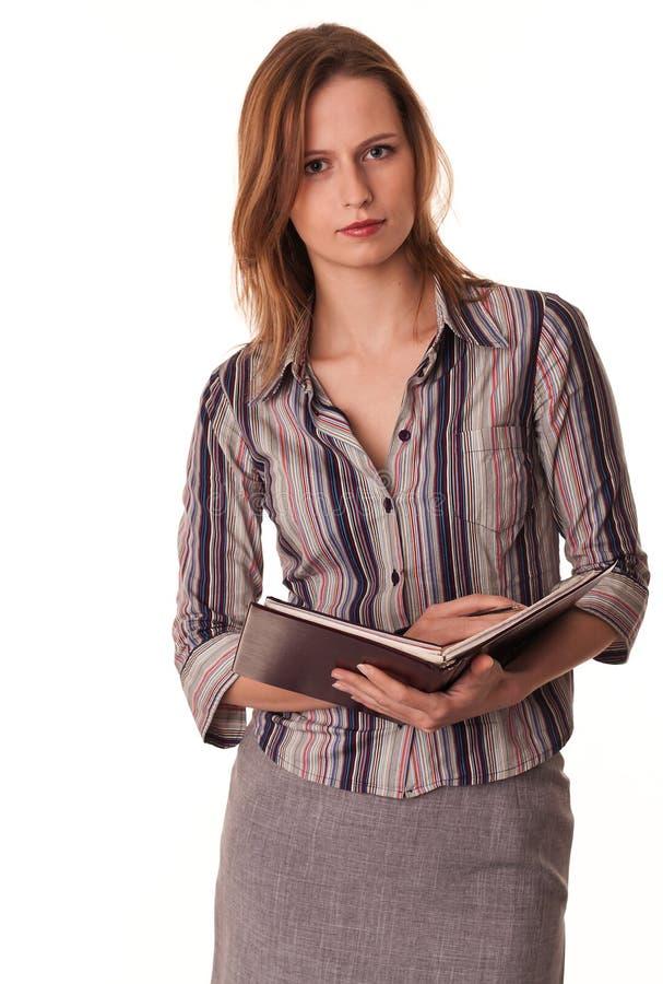 Insegnante sicuro serio della giovane donna con il textboo immagine stock libera da diritti
