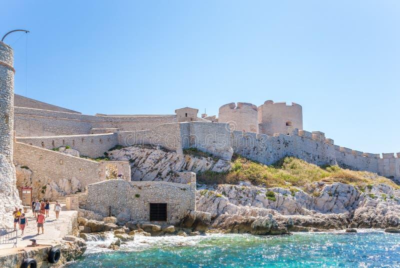 Insel d'If, Frankreich Ansicht des Schlosses vom Pier stockfoto