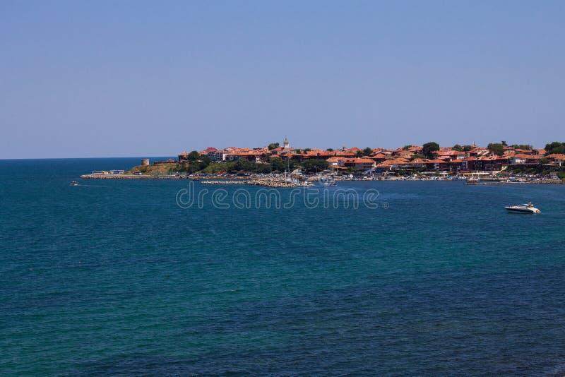 Download Insel im Meer stockfoto. Bild von lagune, frieden, stadt - 26352612