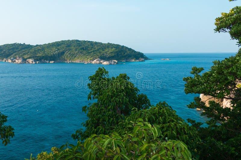 Insel im Meer stockfotos