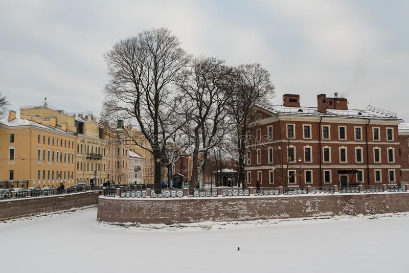 Insel neues Holland mit Fluss Moyka bedeckt durch Schnee und Eis, St Petersburg lizenzfreie stockbilder