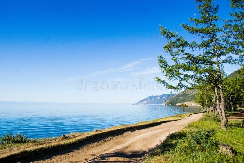 Insel Olkhon Baikal, Sommer, die Straße durch den See, das Konzept von Ökologie, kümmern sich um Natur stockfotografie