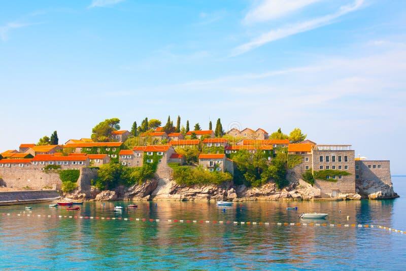 Insel Sveti Stefan auf Budva Riviera, Montenegro lizenzfreie stockfotografie