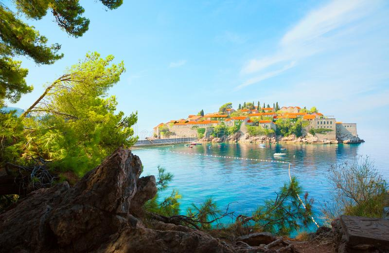 Insel Sveti Stefan auf Budva Riviera, Montenegro lizenzfreie stockfotos
