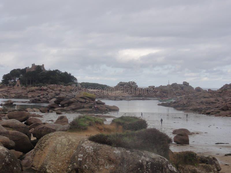 Insel Zusatz-oiseaux - Felsen und Wolken - Frankreich lizenzfreie stockfotografie
