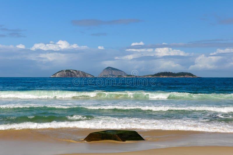 Inseln im Ozean lizenzfreie stockfotos