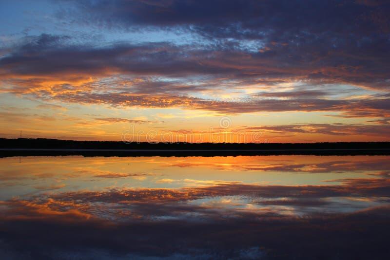 Insenatura dell'acqua salata di alba - Salt Lake immagine stock libera da diritti