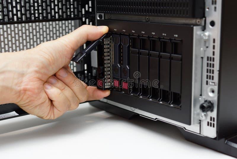 Inserción del disco en el servidor de datos imágenes de archivo libres de regalías