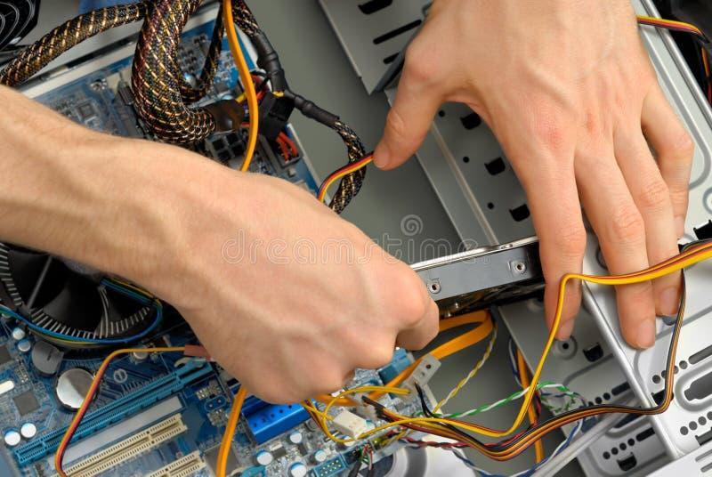 Insertion d'une unité de disque dur image stock