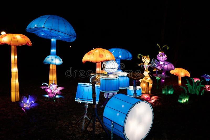 Insetos à banda musical no Festival de Luz Chinesa fotos de stock