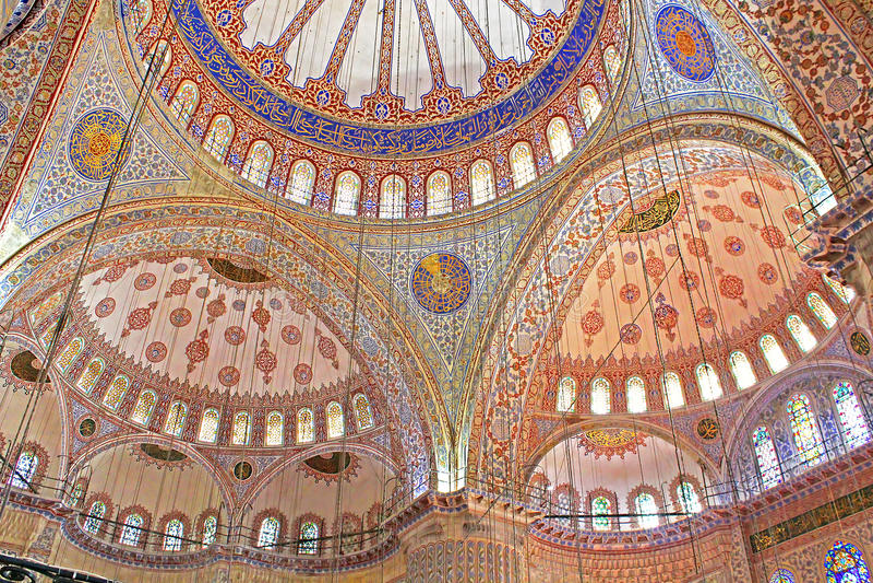Insida blåttmoskén i Istanbul, Turkiet arkivfoton