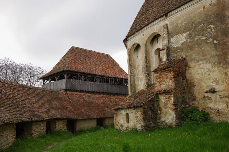 Insidan av Viscri stärkte den kyrkliga slotten, Transylvania som var romani royaltyfria bilder